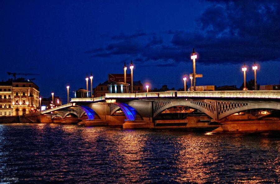 Blagoveshchensky Bridge